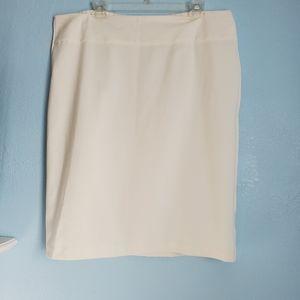 White pencil skirt size 18/20W D87